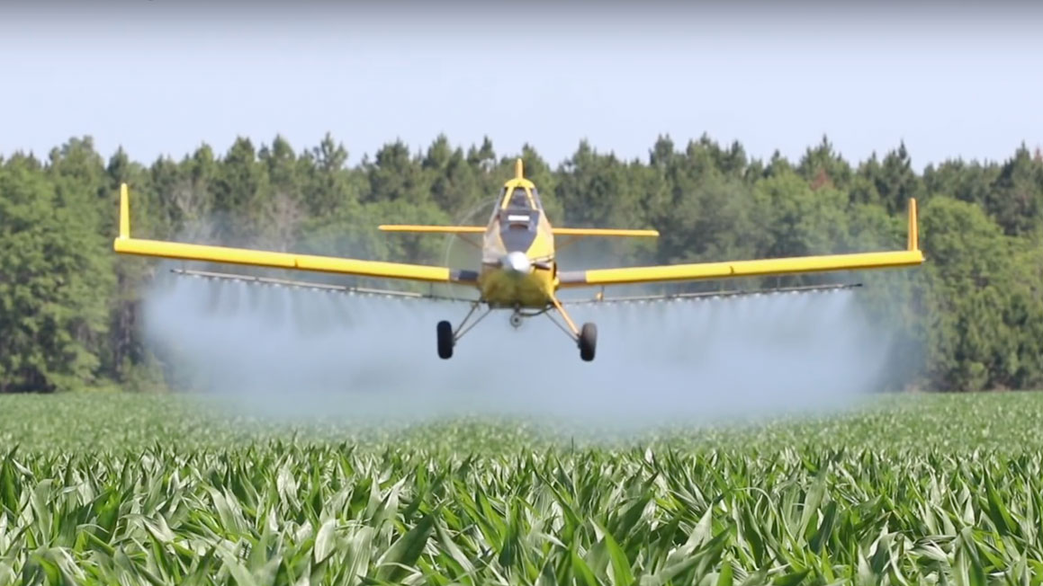 https://cdn.growingamerica.com/media%2F2018%2F09%2F2018_RE_CropDuster.jpg